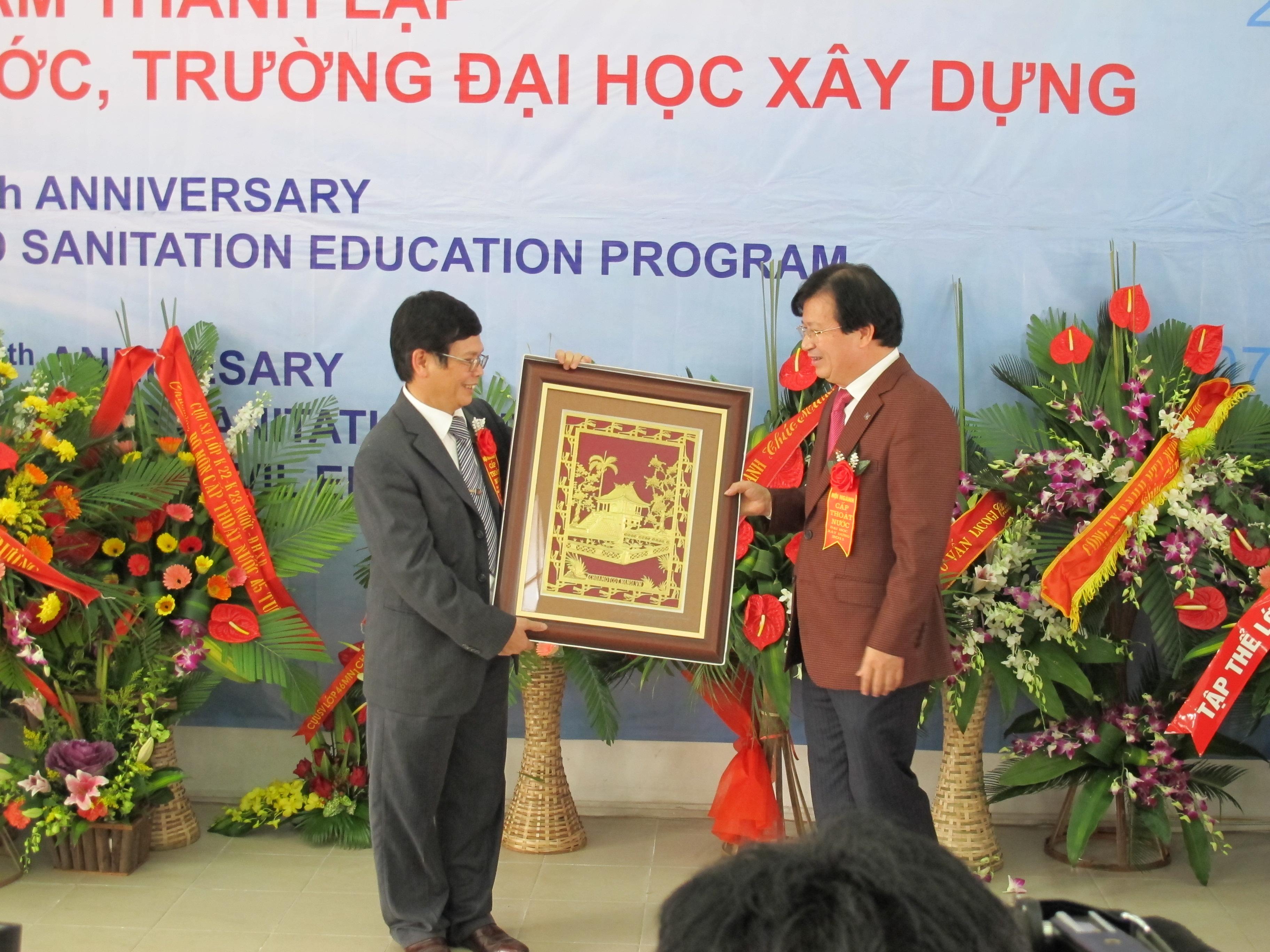 Đ/c Trịnh Đình Dũng chúc mừng Bộ môn CTN dịp hội ngành 2011