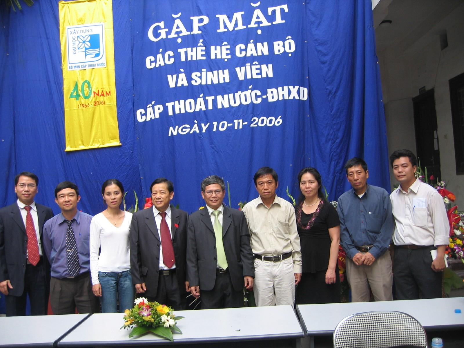 Cựu sinh viên K12 về dự hội ngành năm 2006