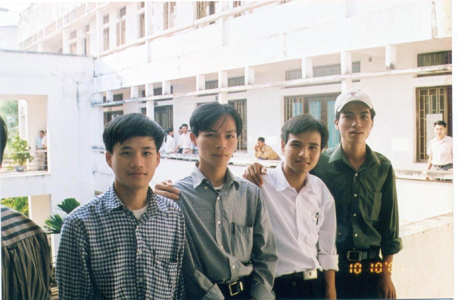 Các cựu sinh viên dự hội ngành 2001