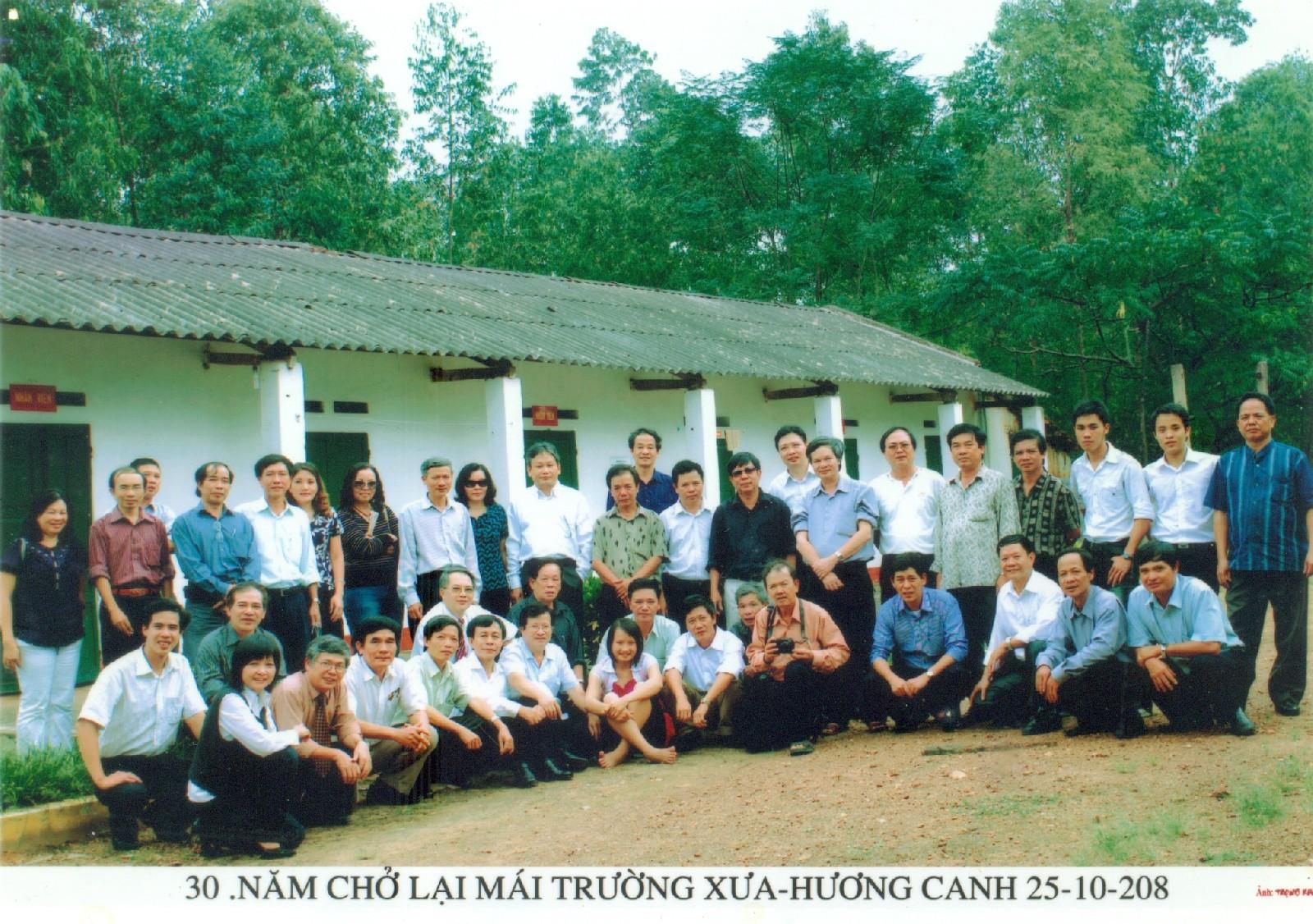 Lớp 18 Nước trở lại Hương Canh sau 30 năm