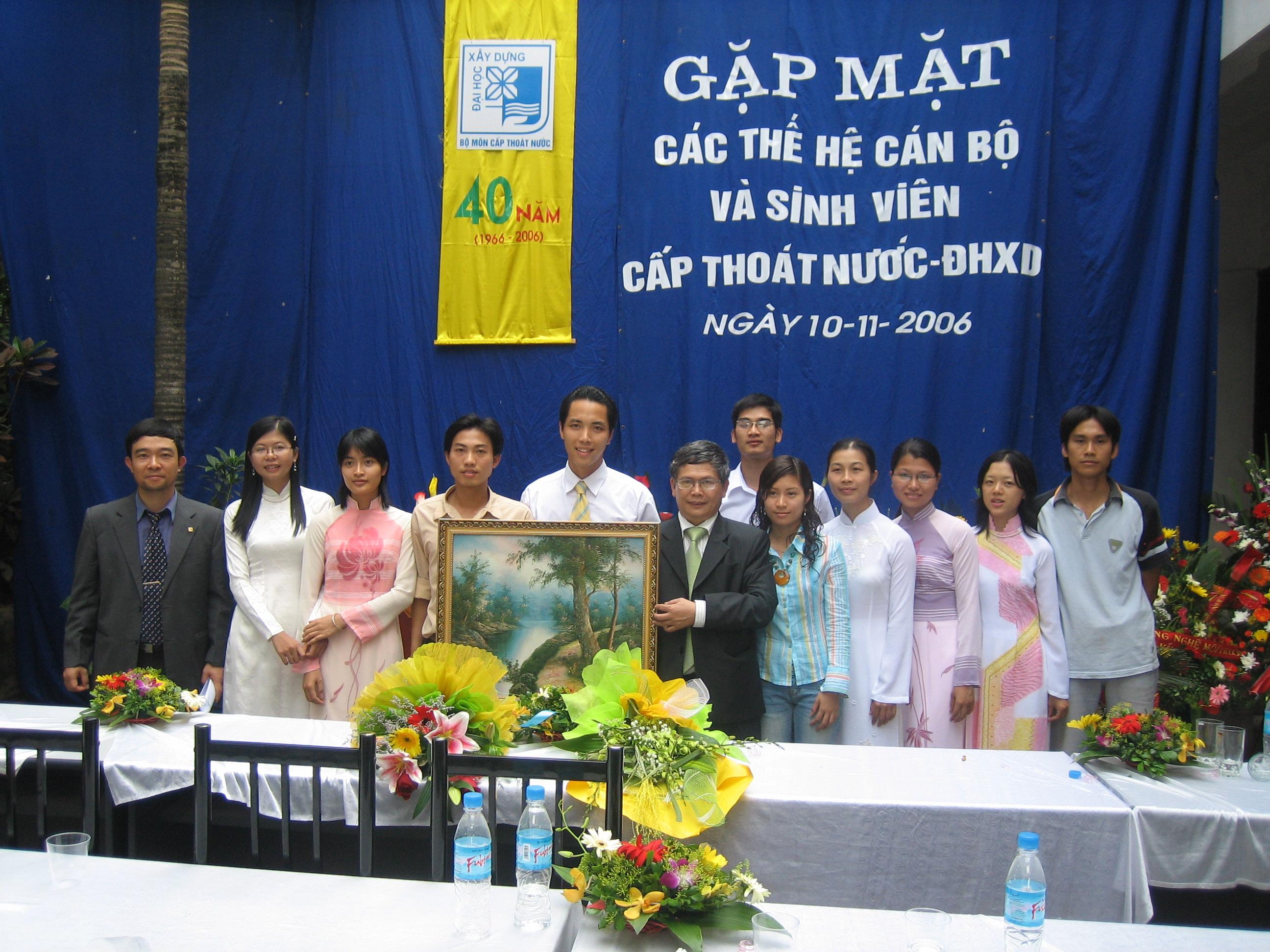 Cựu sinh viên K47 về dự hội ngành năm 2006