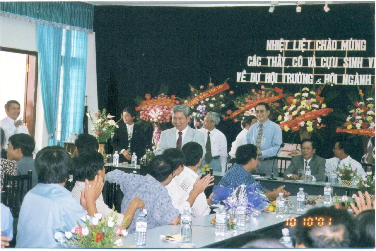 Hội ngành năm 2001