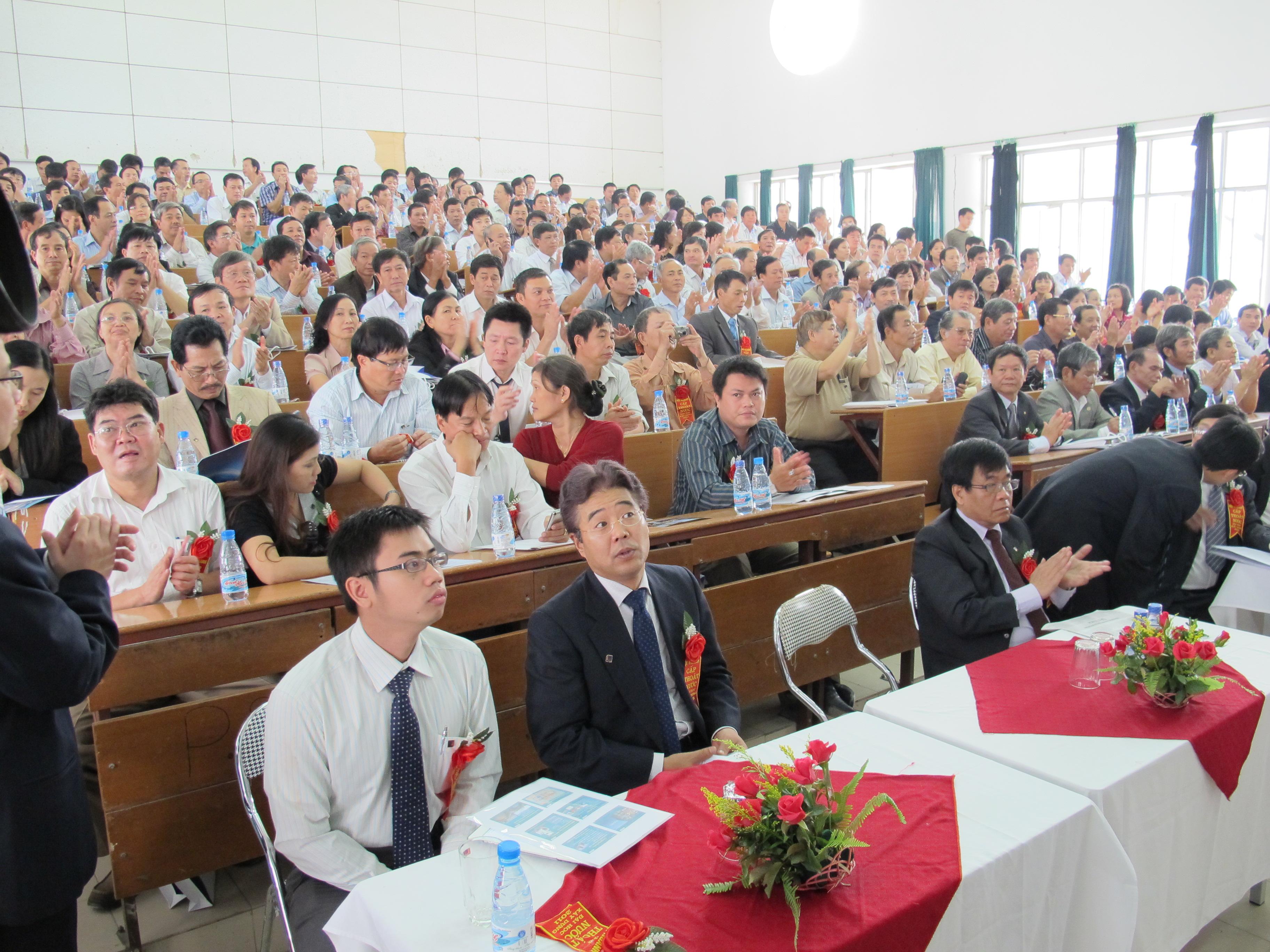 Các cựu sinh viên về dự hội ngành năm 2011